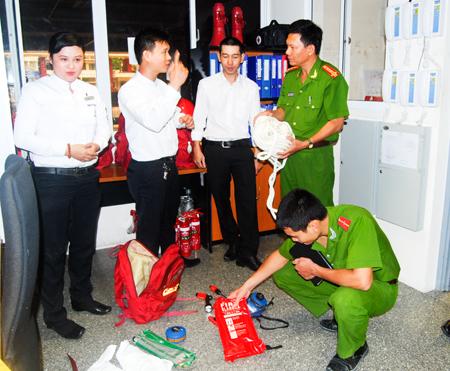 Kiểm tra an toàn phòng cháy chữa cháy tại một đơn vị